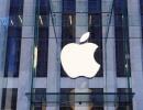 Bílé logo společnosti Apple v New Yorku - Amerika.cz