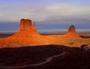Dvě skály z Monument Valley